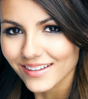 makeup-tricks-and-ideas-for-brown-eyes-184928-300x336
