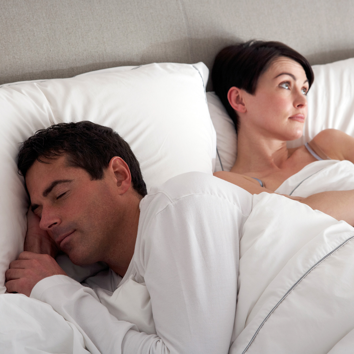 relationship-problems-couple-bed