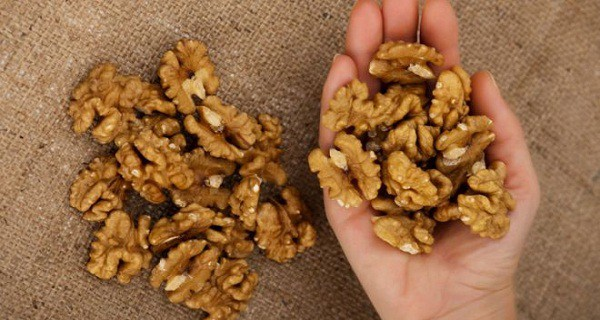 64263_eat-5-walnuts-and-wait-4-hours-this-is-what-will-happen-to-you-600x320