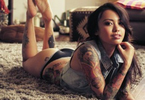 tattooed_chicks_with_a_lot_of_sex_appeal_640_09-1-300x207