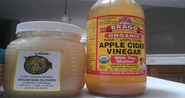 what-happens-when-you-drink-apple-cider-vinegar-and-honey-on-an-empty-stomach-in-the-morning-600x320