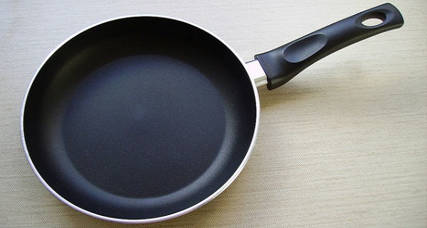 if-you-have-pans-with-this-sign-on-them-throw-them-right-away-since-they-can-be-very-harmful